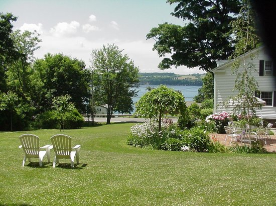 Aunt Louise's Lake House: View of beautiful Skaneateles Lake