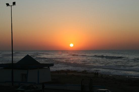 Tan-Tan, Marruecos: il sole. il tuffo nel mare