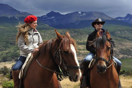 The Singular Patagonia: Horseback Laguna Sofia
