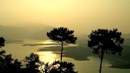 Umiam Lake: View of the Lake during Sunset