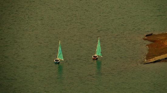 Umiam Lake: Boats @ Umium Lake