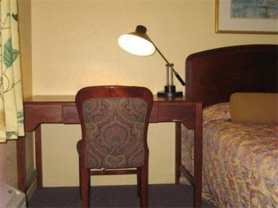 Budget Lodge of Mount Dora : Desk