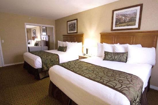 Best Western Plus Sunrise Inn: Family Suite with Two Queen Beds