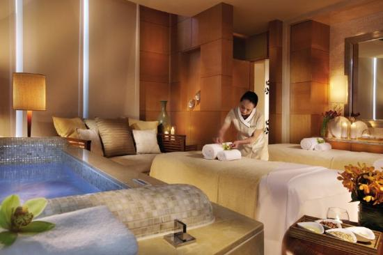 Four Seasons Hotel Macau, Cotai Strip: A magnificent Four Seasons Spa offers a variety of beauty and massage treatments.