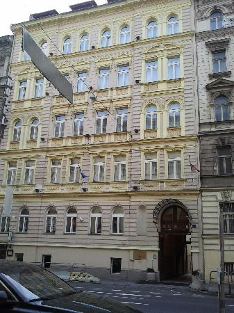 Esterno picture of hotel louis leger prague tripadvisor for Hotel galerie royale prague tripadvisor