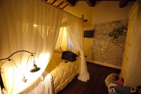 L 39 interno di una delle sale del ristorante picture of - Camera da letto del papa ...