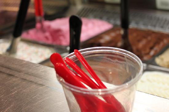 The Gelato Fiasco : Little red spoons!