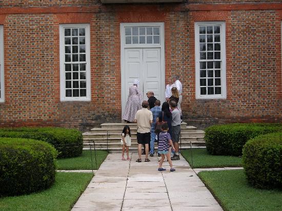 Governor's Palace: Warten auf den Tourbeginn