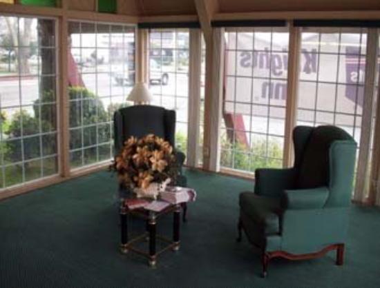 Discovery Inn: Lobby