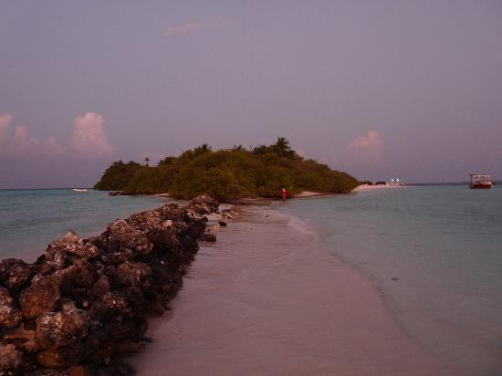 Asdu Sun Island: Island from the sand spit