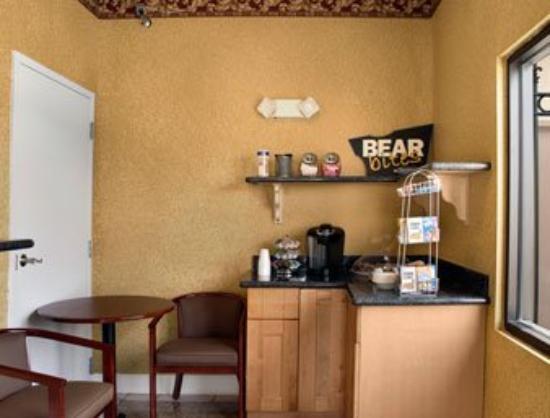 Best Way Inn & Suites: Breakfast View