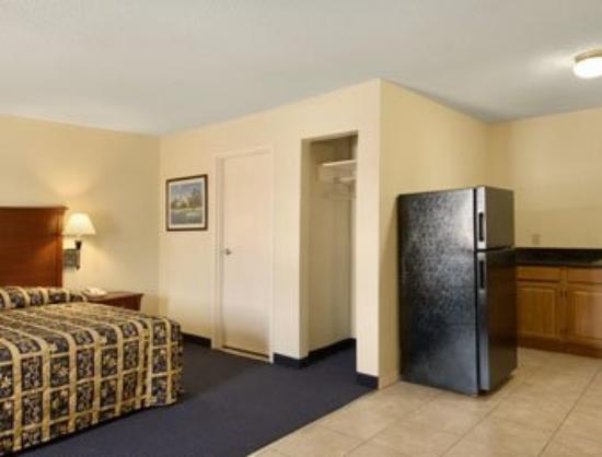 Best Way Inn & Suites: Guest Room