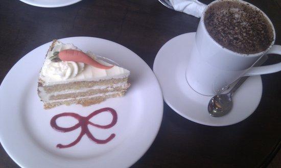 La Cerise: Carrot Cake & Hot Chocolate :o)