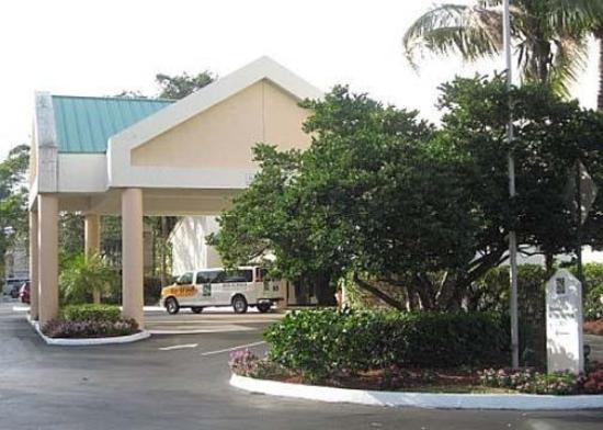 Sawgrass Inn & Conference Center: Exterior
