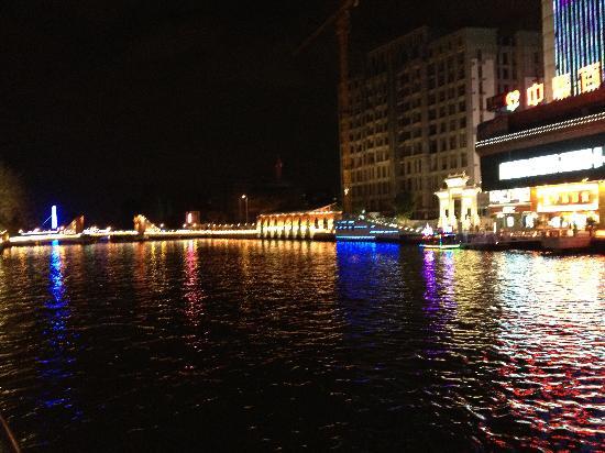 Zhongshan International Hotel : Lungo fiume