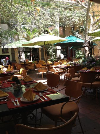 Casa Fuerte: Just before the lunch crowd arrives.