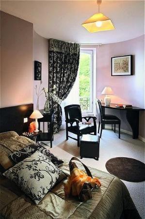 Logis Le Normandie : Guest room