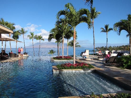 Four Seasons Resort Maui at Wailea: Serenity Pool with infinity edge
