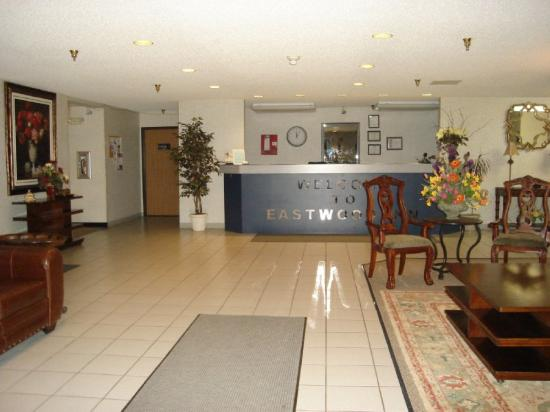 Eastwood Inn: Lobby view