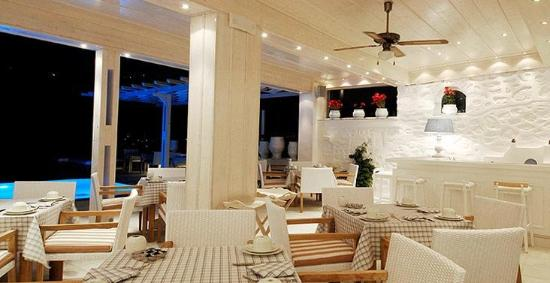 Petasos Bay Hotel: Dining