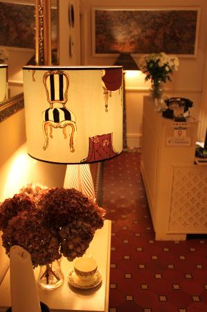 Staveley House: Reception area with a touch of chic