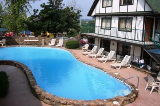 Windmill Inn & Suites: Copy Of Outdoor Pool