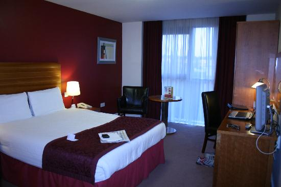 Ardmore Hotel: One of the bedrooms facing the lift on 4th floor