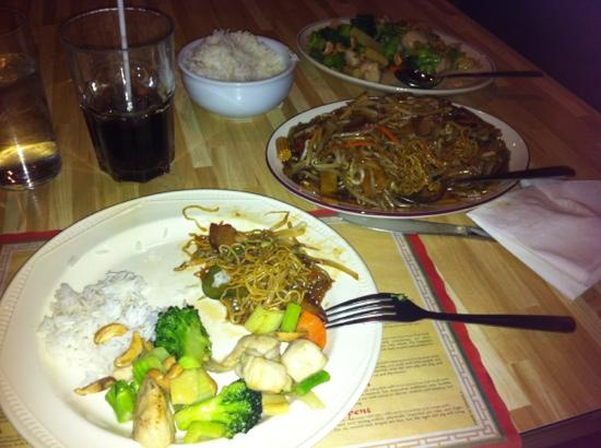 Great Wall Restaurant : 2 dishes, plenty of food for one w tons of leftovers!