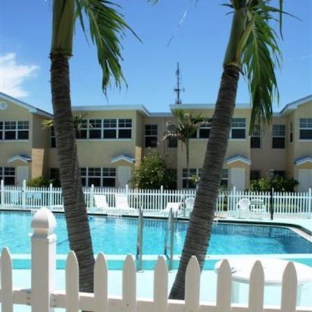 Barefoot Beach Resort: Bedroom Poolview