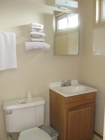 Swiss Cottage Inns: Bathroom