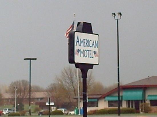 American Motel: Exterior