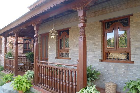 Vardan Resort n' Apartment: Exterior