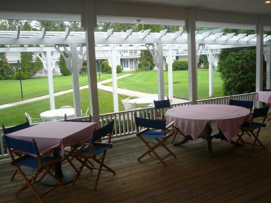 Colonial Inn: Outdoor Varandah