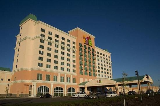 Isle Casino Hotel Waterloo: Waterloo Exterior