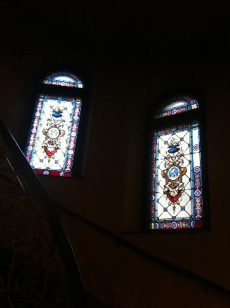 Hôtel Eggers : Stained Glass windows on stair case
