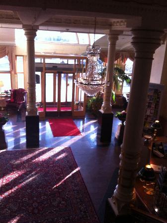 Hôtel Eggers : Looking down to lobby