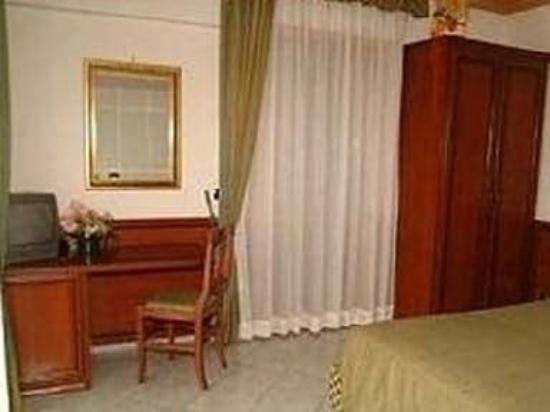 Hotel Octavia: Guest Room