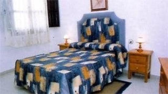 Apartamentos San Pedro: Guest Room