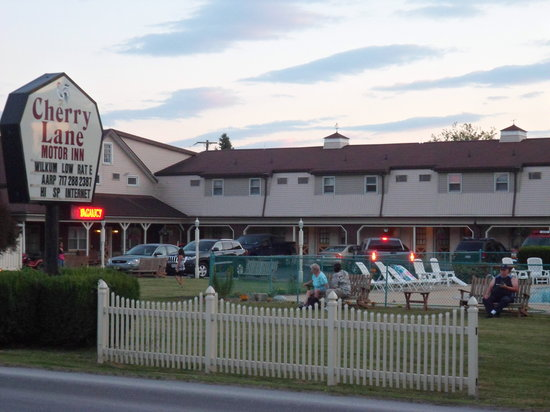 Cherry Lane Motor Inn: Guest Relaxing