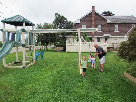 Cherry Lane Motor Inn : Play Ground