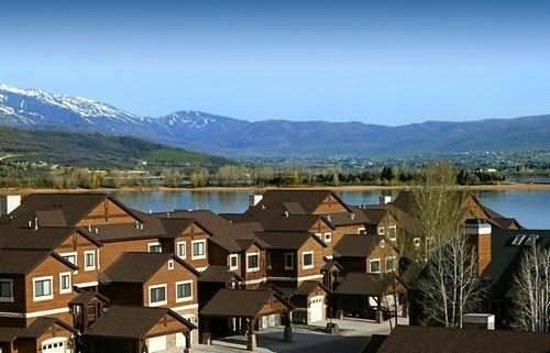 Lakeside Resort Properties: Summer Exterior
