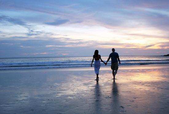 Le Meridien Phuket Beach Resort: Romantic sunset walk on a secluded beach