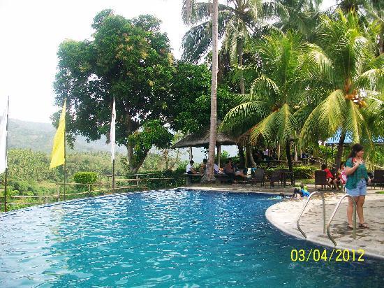 Amansinaya Mountain Resort: Swimming Pool At Patio Filipino. Picnic Area.  Restaurant