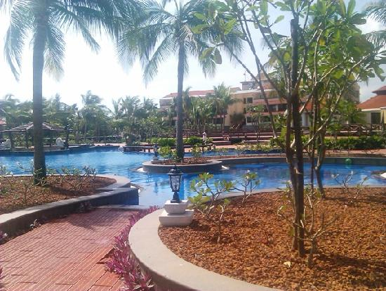 Main swimming pool picture of ocean spray pondicherry tripadvisor for Hotels with swimming pool in pondicherry