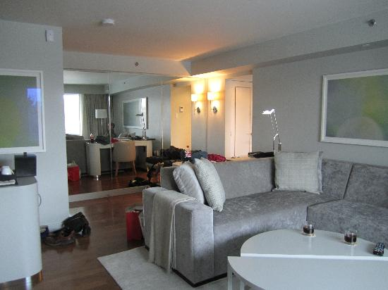 The James Hotel: Living area.