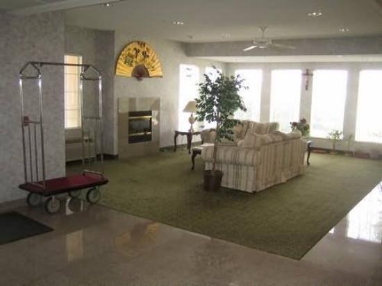 Delux Inn Express & Suites: Interior
