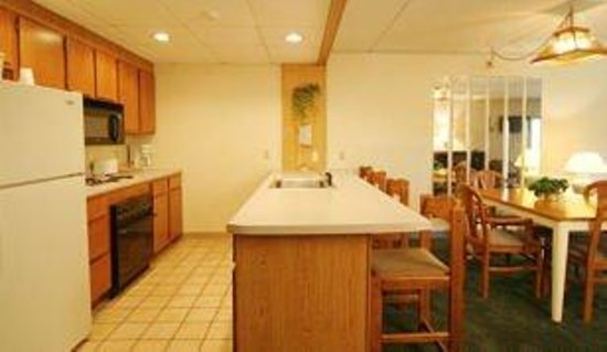 Fireside Inn & Suites at Lake Winnipesaukee: Suite Kitchen
