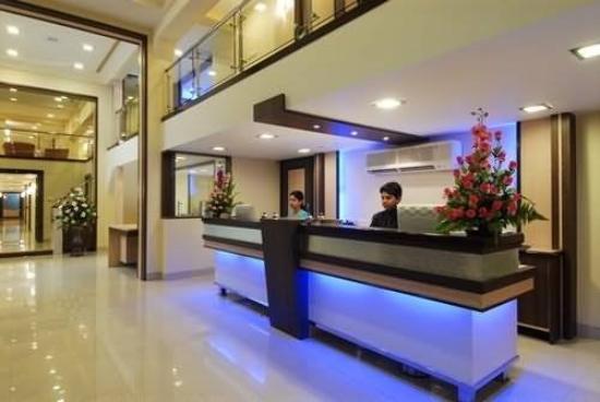 Empire Royale Hotel: Exterior