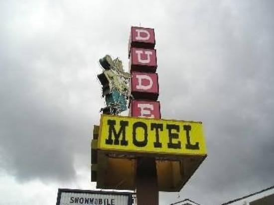 Dude/Round Up Motel: Exterior