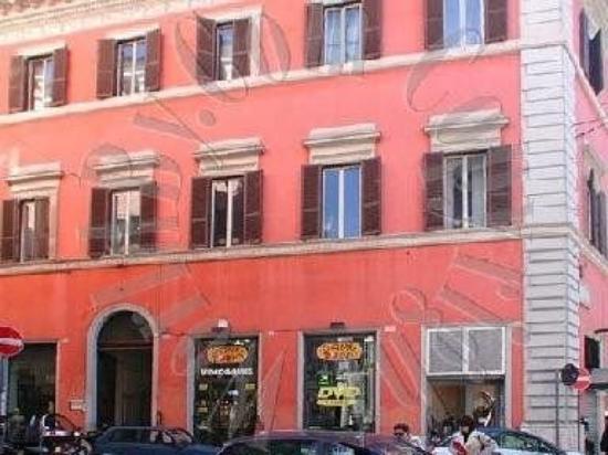 Hotel Marcus: Exterior